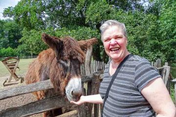 Op vakantie in Nederland aan de grens voor mensen met een handicap. Adios Reizen is een reisorganisatie voor mensen met een handicap die niet zelfstandig op vakantie kunnen.