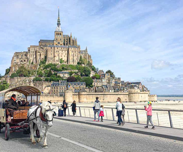 Op vakantie naar Zuid Frankrijk, Normandie, voor mensen met een handicap. Adios Reizen is een reisorganisatie voor mensen met een handicap die niet zelfstandig op vakantie kunnen.